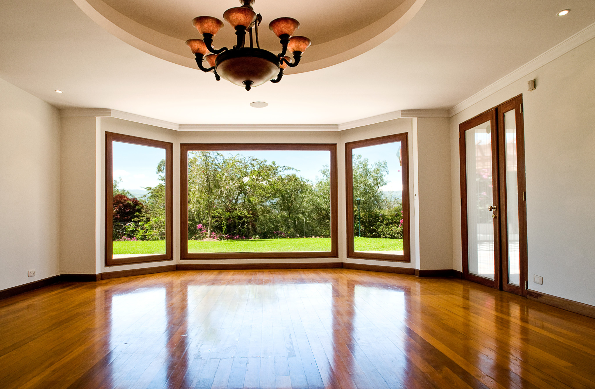Большие стеклопакеты в доме и квартире: преимущества и недос.